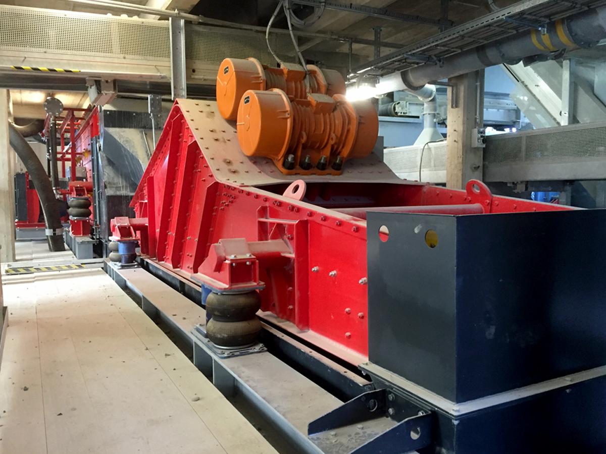 Linearschwingsiebmaschine HR 13-5 50 I WS vor Ort