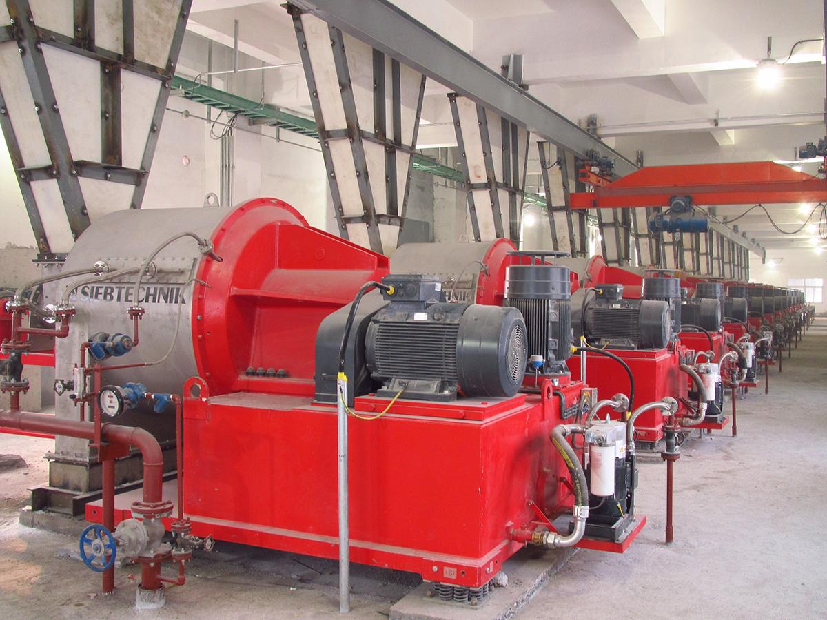 Schubzentrifuge SHS in einer Anlage für Natriumkarbonat, Ansicht Motorseite