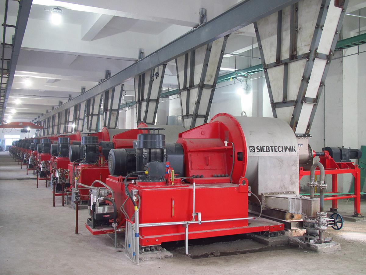 Schubzentrifuge SHS in einer Anlage für Natriumkarbonat, Ansicht von Hinten