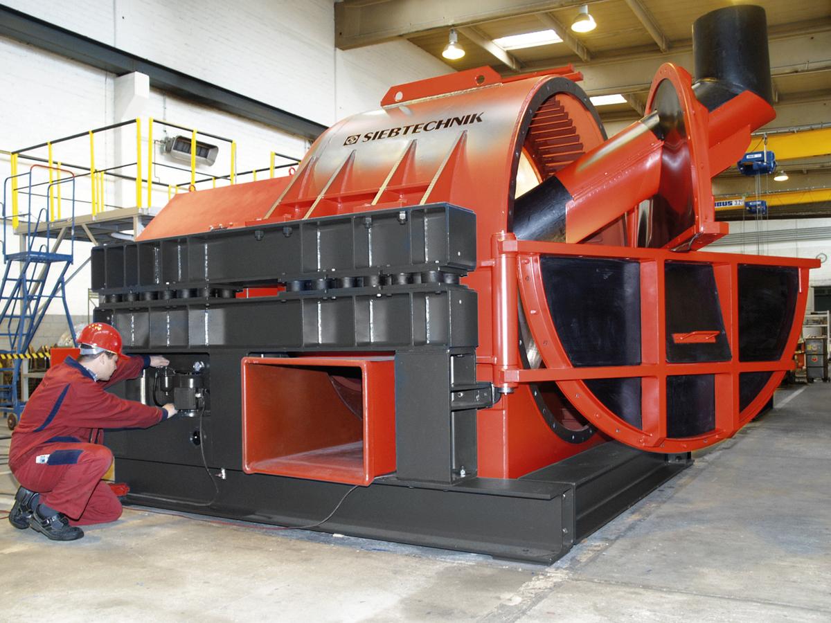 Schwingzentrifuge HSG 1650 in der Werkshalle in Mülheim an der Ruhr