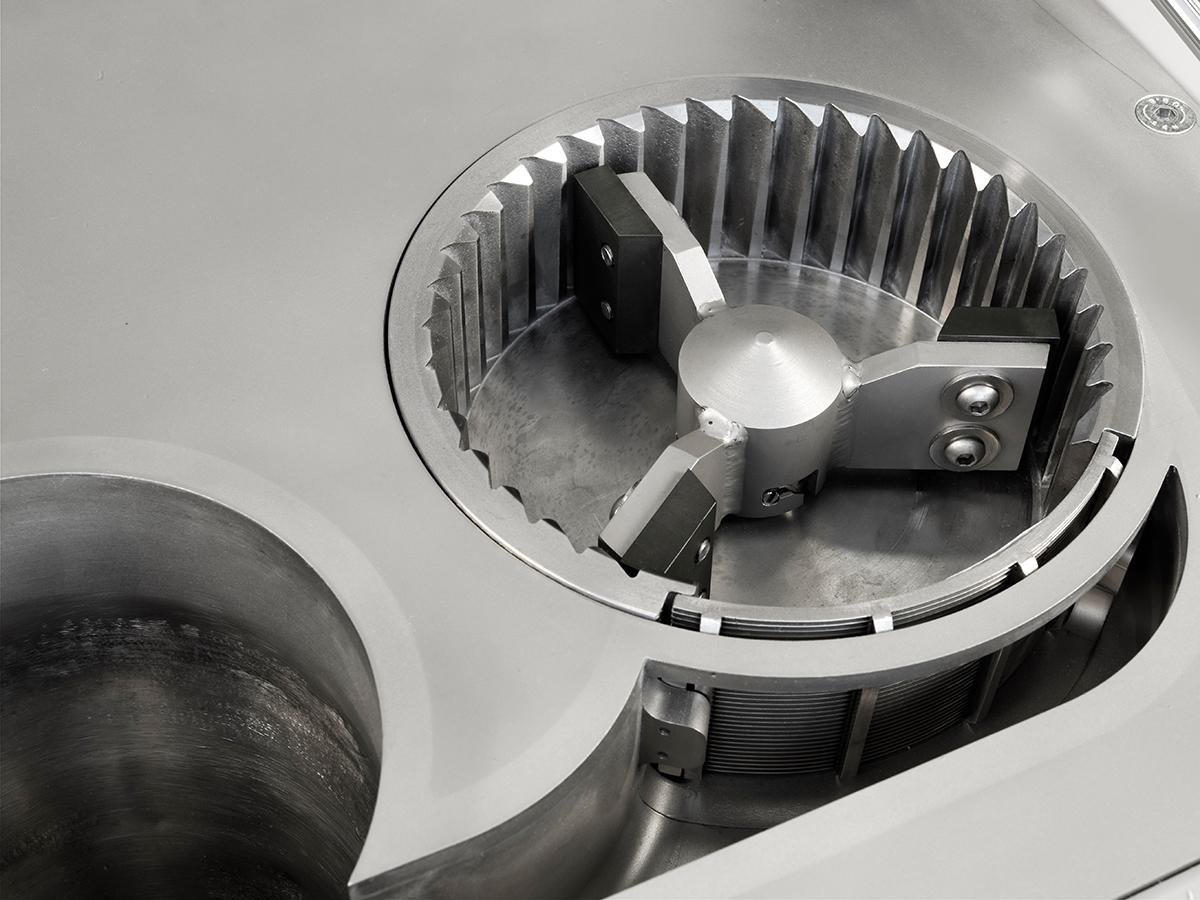 Universalmühle UM 150, Blick auf die Mahlbahn mit Rotor und Spaltsiebeinsatz