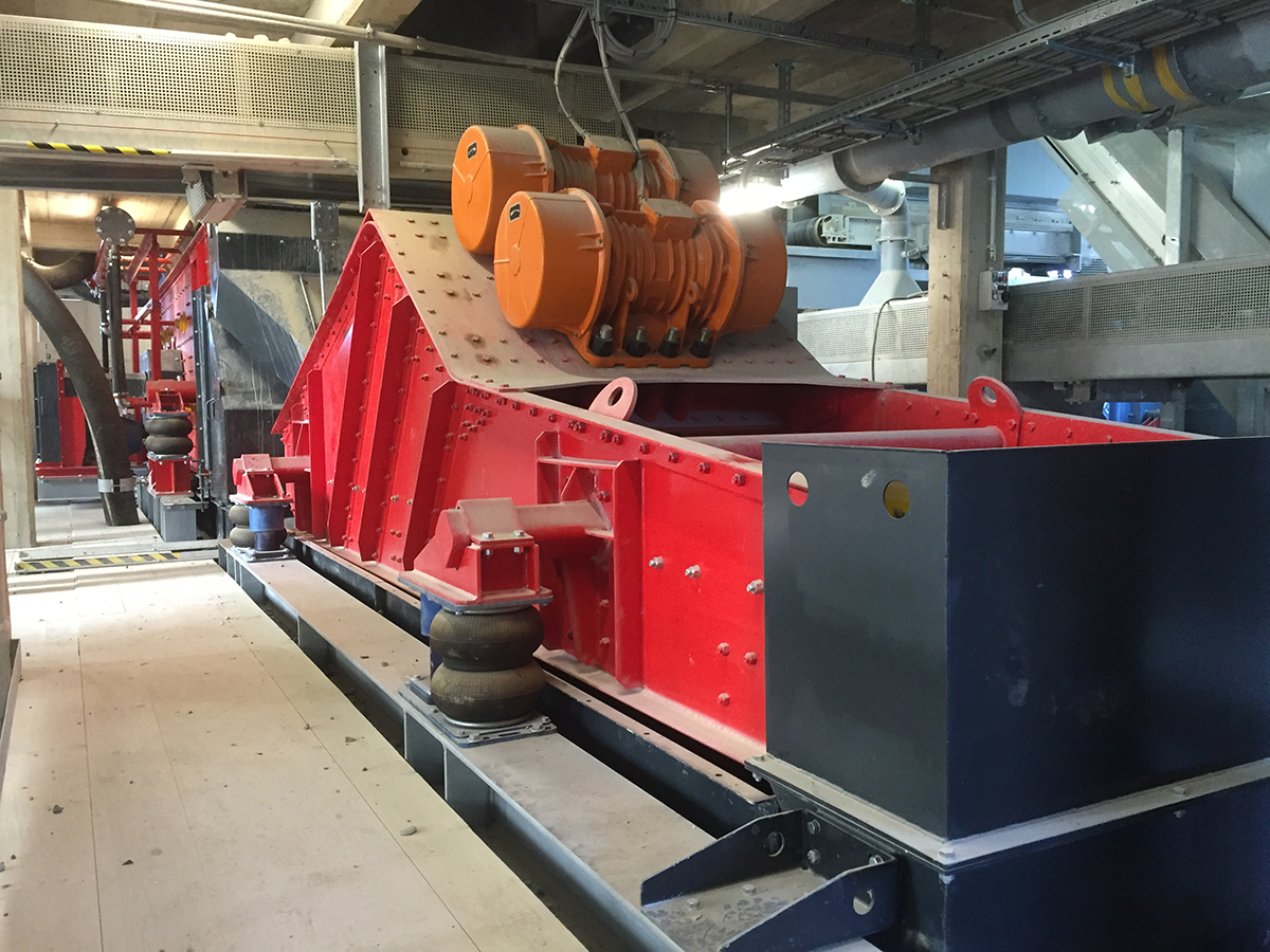 Linear-motion screening machine HR 13,5-50-I WS air suspension