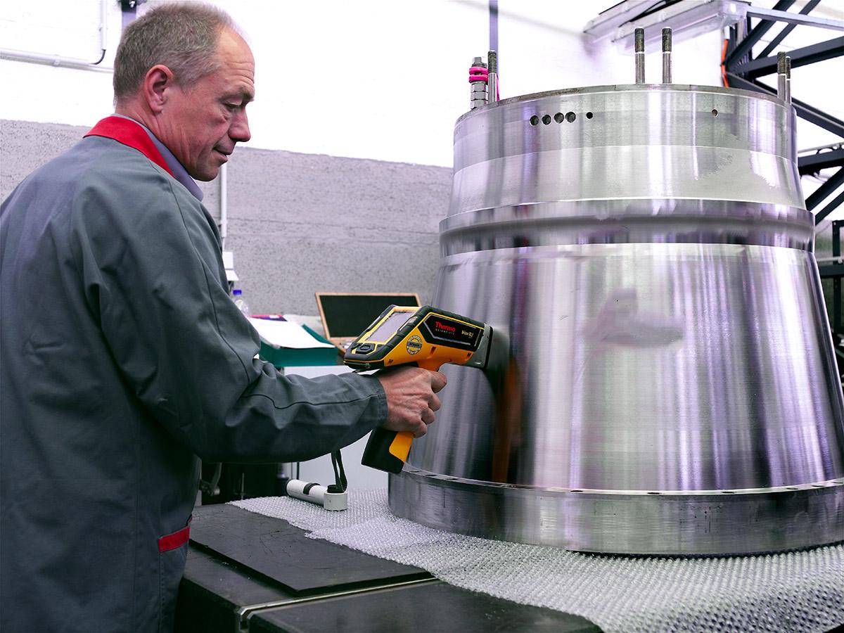 Materialprüfung der Trommel mit einem Röntgenfluoreszensanalysator